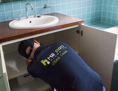 A Doncaster plumber explains 4 common symptoms of an imminent pipe burst